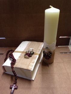 Set primera comunión First Communion Decorations, Pillar Candles, Daisy, Wall Lights, Crafts, Wedding, First Holy Communion, Eucharist, Head Bands