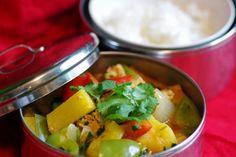 Bite me, I'm vegan: Pineapple & Tofu Red Curry Vegan Blogs, Vegan Recipes, Vegan Meals, Vegan Stir Fry, Savoury Dishes, Lunches And Dinners, Tofu, Vegan Vegetarian, Food To Make