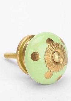 cute ceramic polka dot door knob http://rstyle.me/n/hc23mr9te