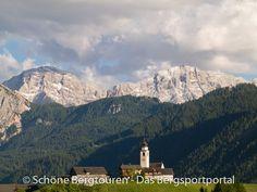 Ausblick von Enneberg zur Neunerspitze (mit 2968m Höhe) und der Zehnerspitze (mit 3026m Höhe) , Vigiltal, Südtirol, Italien - Foto: Mario Hübner
