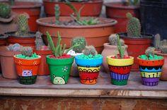 Macetas de barro pintadas a mano (cactus), $22 en http://ofeliafeliz.com.ar