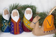 Natale feltro Business Wear News You Can Use The transition to business wear can be pretty tricky so Felt Christmas Ornaments, Christmas Nativity, Christmas Crafts, Christmas Rock, Christmas Animals, Christmas Bells, Christmas Printables, Xmas, O Holy Night