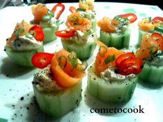 Come to cook: Καναπεδάκια με αγγούρι και καπνιστό σολομό Sushi, Ethnic Recipes, Finger Food, Sushi Rolls
