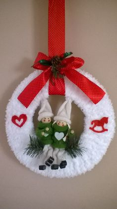 Xmas decoration with paper ring, fluffy yarn and some accessory