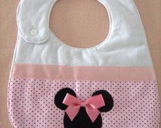 Sewing To Sell, Sewing For Kids, Baby Bib Tutorial, Baby Bibs Patterns, Diy Bebe, Bib Pattern, Baby Sewing Projects, Baby Crafts, New Baby Gifts
