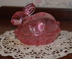 Lovely vintage pink glass bunny dish.