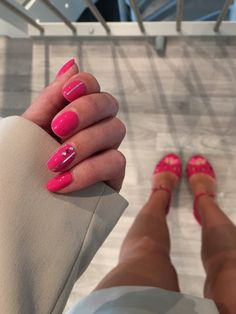 CND Shellac on natural nails. Color: Hot Pot Pink with Rhinestone Stones and silver taip. Party Nails, Cnd Shellac, Pink Parties, Nail Inspo, Natural Nails, Pink Nails, Summer Nails, Hot Pink, Stones