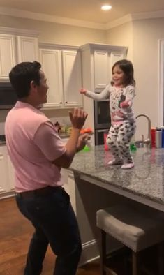 Dad & Daughter Share Sweetest Salsa Dance-Off - InspireMore Funny Baby Faces, Cute Funny Babies, Funny Kids, Cute Kids, Dad Dancing, Salsa Dancing, Arte Libra, Dad And Daughter Dance, Daddy Daughter Photos