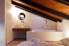 Деревянные поверхности в современном интерьере лофта в Италии