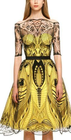 Okay, don't freak out or anything but here is a 2013 Alexander McQueen dress that I love so much that it almost hurts to look at. Funny how it looks like something that was made in a mish mash of 20's and 50's. So beautiful.