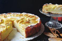 La torta di mele cremosa è un dolce dalla consistenza che saprà conquistare tutti. Ecco la ricetta e la variante senza burro veloce da preparare