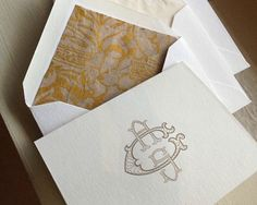 Hand-cut monogrammed note card, with regal envelope liner | Arzberger Stationers