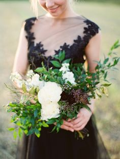 Asymmetrical rustic bridal bouquet | Black and Gold Wedding Inspiration via @Bellesbubbles