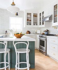 Thinking about remodeling your kitchen in a modern farmhouse style? Check out the necessary elements of these types of kitchens. #FarmhouseKitchen #ModernFarmhouseStyle #ModernKitchen
