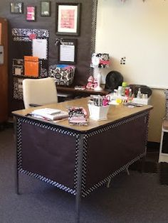 Teacher desk with contact paper! She uses it for classroom tables as | http://desklayoutideas.blogspot.com