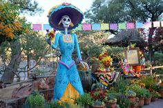 Did you know that Disneyland celebrates Dia de los Muertos (Day of the Dead) during Halloween Time? Visit El Rancho del Zocalo (in Frontierland) to see the full display.