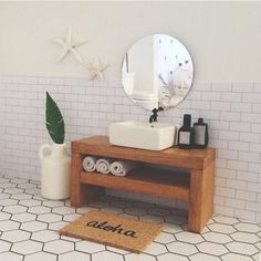 Dollhouse Bathroom in 1/12 scale. I love the starfish on the wall!