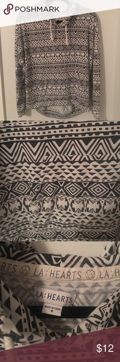 ☀️LA Hearts Patterned Hooded Top☀️ ➳Black and white patterned hooded long-sleeve top.           ➳Barely worn. Excellent condition!                                            ➳Super light and comfortable.                                                   📦SAME OR NEXT DAY SHIPPING📦.                                     ❌No trades, thank you!❌.                                                       💸10% off 2+ bundles!💸 LA Hearts Tops Sweatshirts & Hoodies