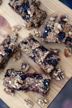 Triple Berry Walnutty Breakfast Bars #ad #jbbb @cawalnuts