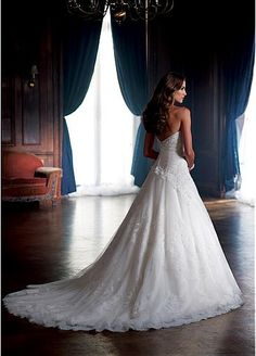 NEW! Stunning Lace & Tulle & Satin A-line Sweetheart Neckline Wedding Dress With Beaded Lace Appliques & Diamonds