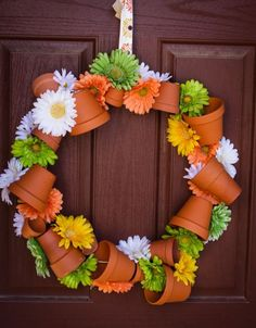 Pot Wreath DIY instructions wire the pots on first.Flower Pot Wreath DIY instructions wire the pots on first. Flower Pot Crafts, Clay Pot Crafts, Home Crafts, Flower Pots, Diy Crafts, Diy Flower, Diy Clay, Wreath Crafts, Diy Wreath