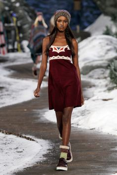 Tommy Hilfiger Fall 2014 Runway C/O wireimage Tommy Hilfiger Fashion, Future Fashion, Cute Little Girls, Fall Winter 2014, My Wardrobe, Frocks, Runway, Cute Outfits, Elegant
