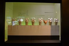 Le Journal des Vitrines — les plus belles vitrines des plus beaux magasins, par Stéphanie Moisan Vitrine Led, Visual Merchandising, Deco, Display, Windows, Journal, Inspiration, Store, Display Cases