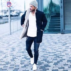 Awesome 41 Adorable Winter Street Style Outfits Ideas. More at https://wear4trend.com/2018/01/14/41-adorable-winter-street-style-outfits-ideas/