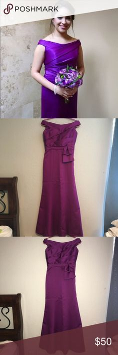 Maid of honor dress Magenta long beautiful dress . Bought from Alfred Angelo and only wore it once for my sisters wedding . It's been in a plastic bag on the back of my closet so it's untouched ! Beautiful classy dress for prom , wedding, or any special event ! 💝 it's size 8 but might fit a person who is a 4-6 Alfred Angelo Dresses Prom
