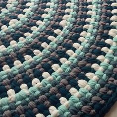 Love this crocheted rug! Looks like [sc + ch 1] in t-shirt yarn.