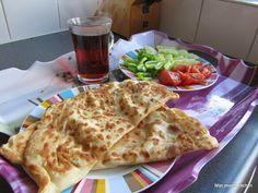 Peynirli gözleme (Turkse pannenkoekjes gevuld met kaas)