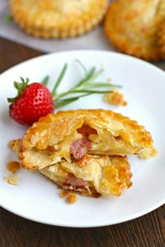 Flaky and flavorful, Ham & Havarti Hand Pies with Rosemary-Mustard Aioli with change your mind about sandwiches!