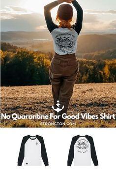 Good Vibes lassen sich nicht in Quarantäne stecken, es gibt genug andere Dinge für die wir dankbar sind. Das brandneue Longsleeve wurde aus 100 % hochwertiger Bio-Baumwolle unter fairen Bedingungen produziert. 1€ spenden wir an THE STRONCTON FOUNDATION. Ein Shirt zum Wohlfühlen, es ist super bequem sitzt und passt gut. Mehr nachhaltige Streetwear und Stuff findest du bei Stroncton im Online Shop. #longsleeve #t-shirt #stroncton #stronctonfamily #heartoverbucks #klamotten #fair #sustainable Am Meer, Longsleeve, Baseball Shirts, Good Vibes, Super, My Outfit, Streetwear, Inspiration, Clothes