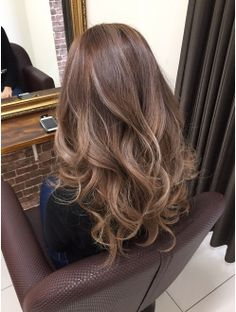 ベージュ系外国人風カラー Medium Hair Styles, Curly Hair Styles, Korean Hair Color, Hair Arrange, Asian Hair, Light Hair, Hair Colour Design, Looks Style, Gorgeous Hair