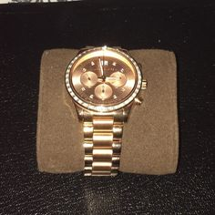 Michael Kors rose gold watch Worn 3-4x  like new condition❗️ with rhinestones around the face. No tarnish comes with original box Michael Kors Jewelry