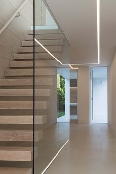 Look at this bright and family house located in Poole, UK! They've achieved an amazing result with our collections Skyline Blanco on the and Concrete Negro on the New Staircase, Floating Staircase, Staircase Railings, Staircase Design, Interior Design And Construction, House Extension Design, Glass Stairs, Modern Stairs, Glass Partition