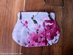 Pleated zipper pouch (in French with plenty of pictures) Coin Couture, Couture Sewing, Patchwork Baby, Patchwork Patterns, Pochette Diy, Zipper Pouch Tutorial, Creation Couture, Blue Quilts, Quilt Tutorials