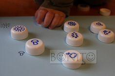 Petrlaškový špuntík by měl překrývat totožný obrázek. Děláme i s písmenky a číslicemi.