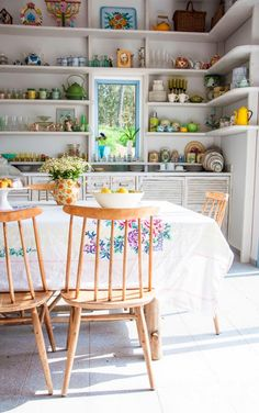 HOME & GARDEN: Open shelving by the table