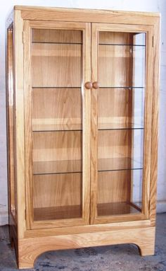 Display Cabinet Plans Woodworking - The Best Image Search Woodworking Furniture Plans, Small Woodworking Projects, Woodworking Workbench, Woodworking Workshop, Woodworking Techniques, Kids Woodworking, Woodworking Basics, Wooden Display Cabinets, Corner Display Cabinet