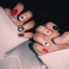 Hyuna-style nails - Focus on sharing Cute Acrylic Nails, Cute Nails, Pretty Nails, Gel Nails, Nail Ring, Flower Nail Art, Funky Nails, Minimalist Nails, Nail Trends