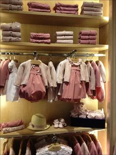 Kids Clothing 72: Fashion Trends in Kid Clothes Beverly Hills * inspiratifdesign.com Boutique Decor, Baby Boutique, Shop Front Design, Store Design, Cute Outfits For Kids, Cute Kids, Fashion Showroom, Store Window Displays, Interior Rugs