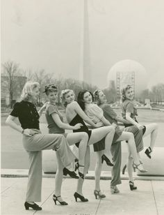 Lovely ladies at the 1939 World's Fair in New York War Era vintage fashion style pants shoes short skirt shirt top hairstyle found photo print Mode Vintage, Vintage Love, Vintage Beauty, Retro Vintage, Vintage Woman, Vintage Ideas, Vintage Skirt, 1930s Fashion, Retro Fashion