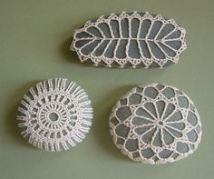 I am loving these lace rocks.  I'm going to attempt to make some myself.