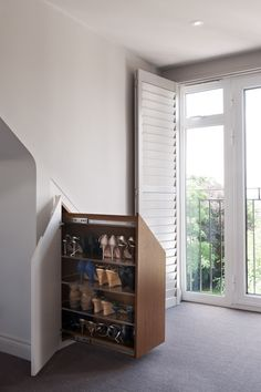 Pull-out shoe cabinet under the eaves