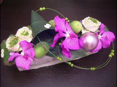 Centre de table Orchidées - 40 € Deco Floral, Arte Floral, Floral Design, Deco Table Noel, Flat Ideas, Center Table, Ikebana, Table Centerpieces, Flower Decorations