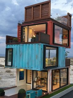 architecture - Casa de Madrid A residence Case Study of cargotecture in 112 scale Building A Container Home, Container Buildings, Storage Container Homes, Container House Plans, Cargo Container Homes, Tiny House Design, Modern House Design, Shipping Container Home Designs, Shipping Containers