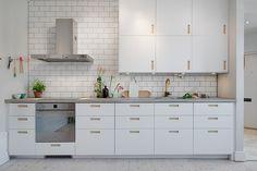Snyggt kök på Kastellgatan 4. Säljs av Alvhem mäkleri och interiör.