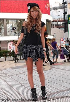 Google Image Result for http://styleinvasion.com/blog/wp-content/uploads/2009/09/japan_fashion20_si.jpg