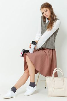 スタイリング097 from titivate. I like the muted pink skirt that goes with the patterned green top and white sleeves ^W^
